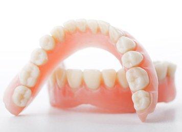 Лучшие зубные протезы в 2021 году